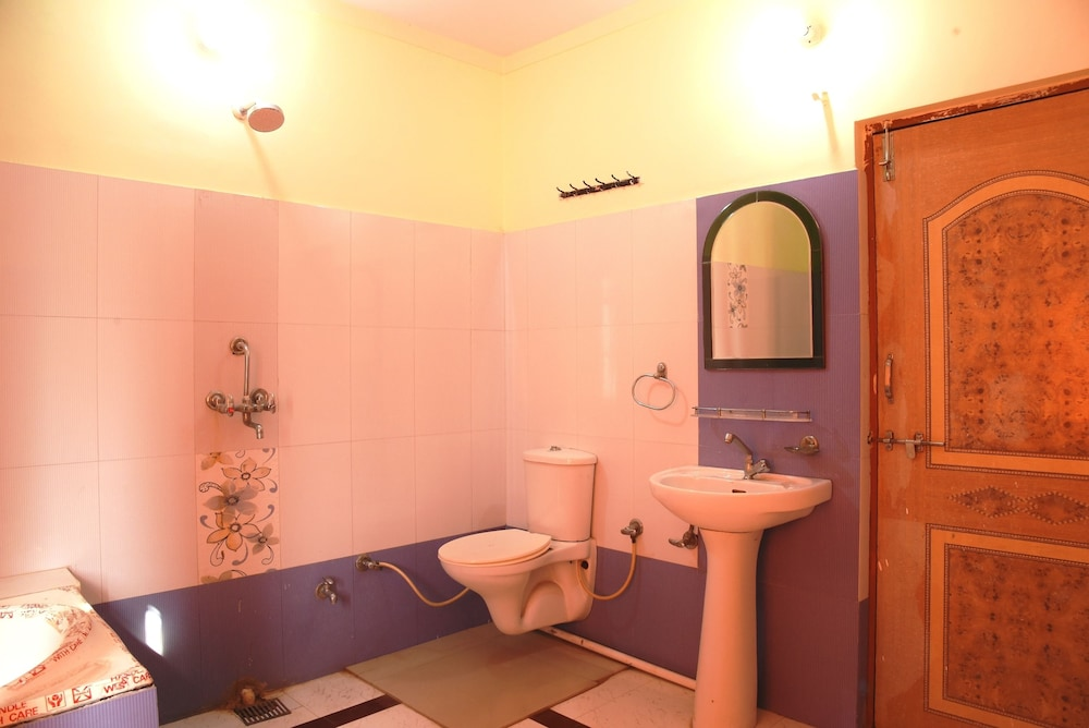 가네샴 게스트 하우스(Ganesham Guest House) Hotel Image 34 - Bathroom