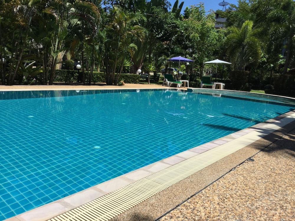 팁 레지던스 부티크 호텔(Thip Residence Boutique Hotel) Hotel Image 38 - Outdoor Pool