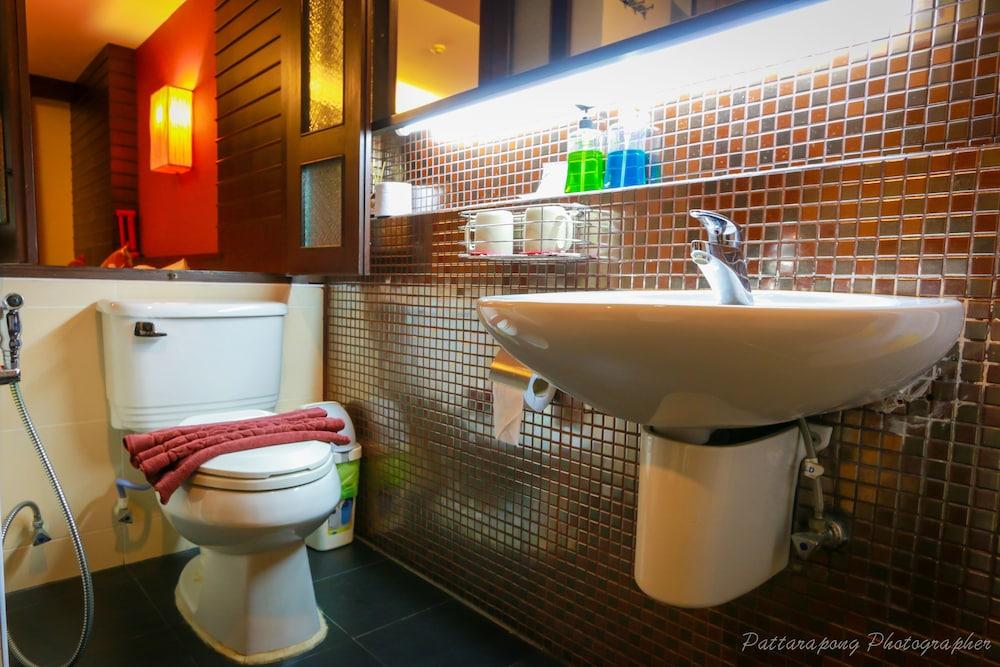 팁 레지던스 부티크 호텔(Thip Residence Boutique Hotel) Hotel Image 33 - Bathroom