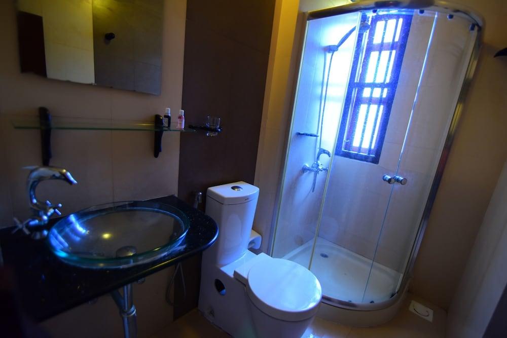 코발람 비치 호텔(Kovalam Beach Hotel) Hotel Image 10 - Bathroom