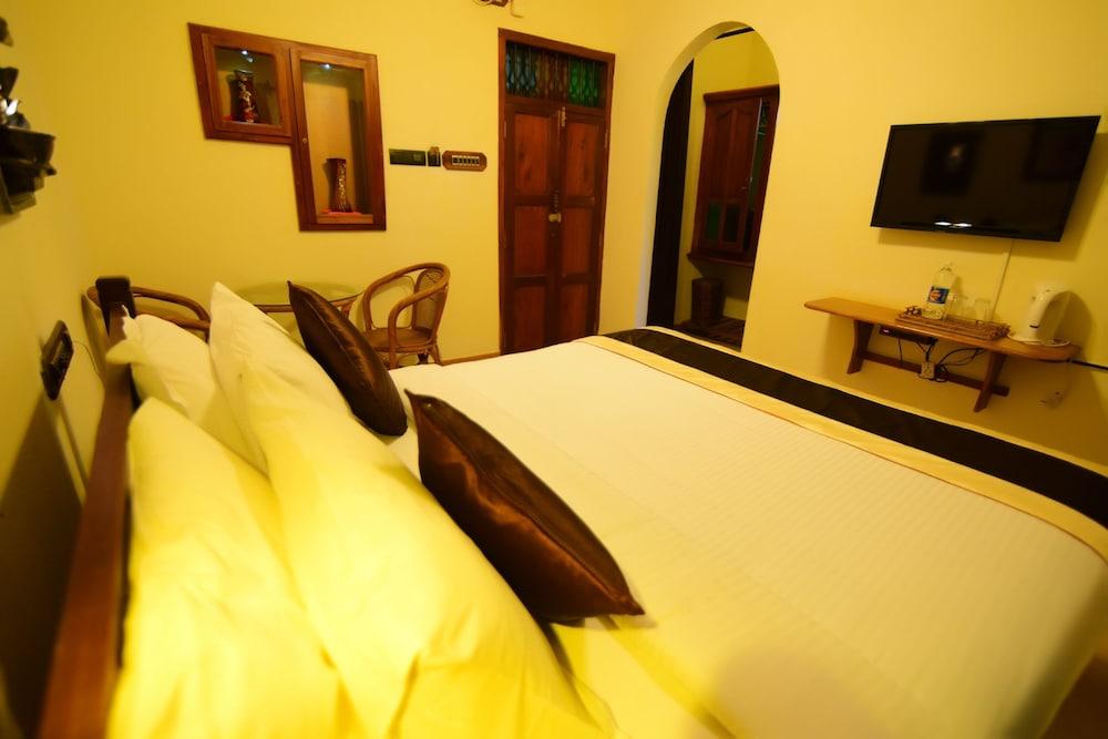코발람 비치 호텔(Kovalam Beach Hotel) Hotel Image 4 - Guestroom