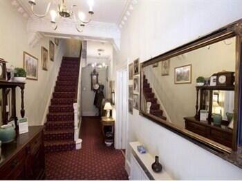 리버뱅크 게스트 하우스(Riverbank Guest House) Hotel Image 15 - Staircase