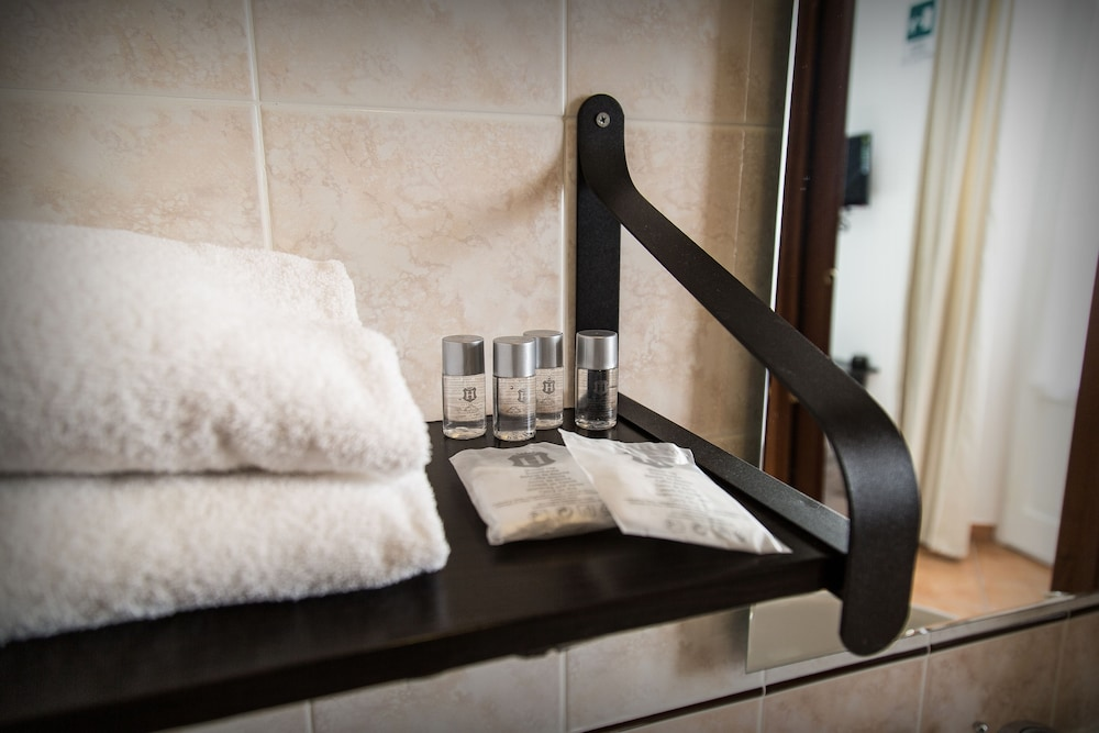 일 코르소 베드 앤드 브렉퍼스트(Il Corso Bed And Breakfast) Hotel Thumbnail Image 66 - Bathroom Amenities