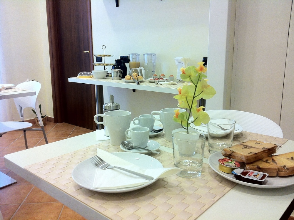 일 코르소 베드 앤드 브렉퍼스트(Il Corso Bed And Breakfast) Hotel Image 71 - Breakfast Area