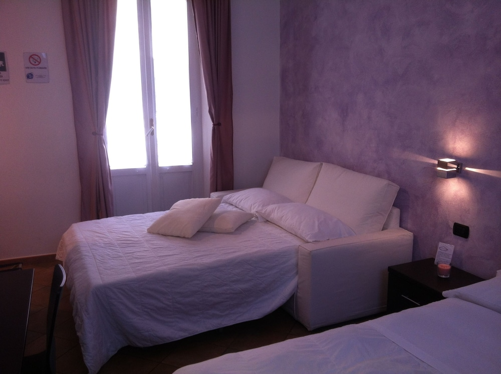 일 코르소 베드 앤드 브렉퍼스트(Il Corso Bed And Breakfast) Hotel Thumbnail Image 11 - Guestroom