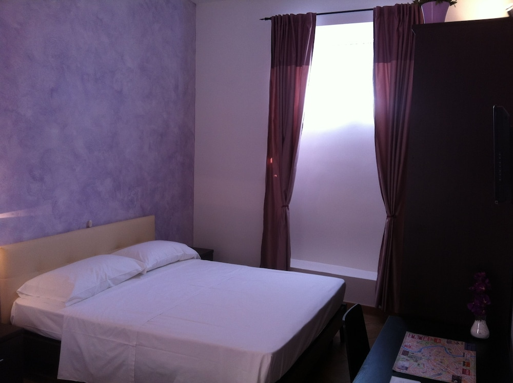 일 코르소 베드 앤드 브렉퍼스트(Il Corso Bed And Breakfast) Hotel Thumbnail Image 9 - Guestroom