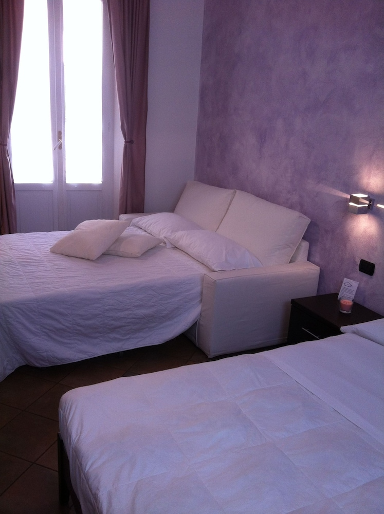 일 코르소 베드 앤드 브렉퍼스트(Il Corso Bed And Breakfast) Hotel Thumbnail Image 18 - Guestroom
