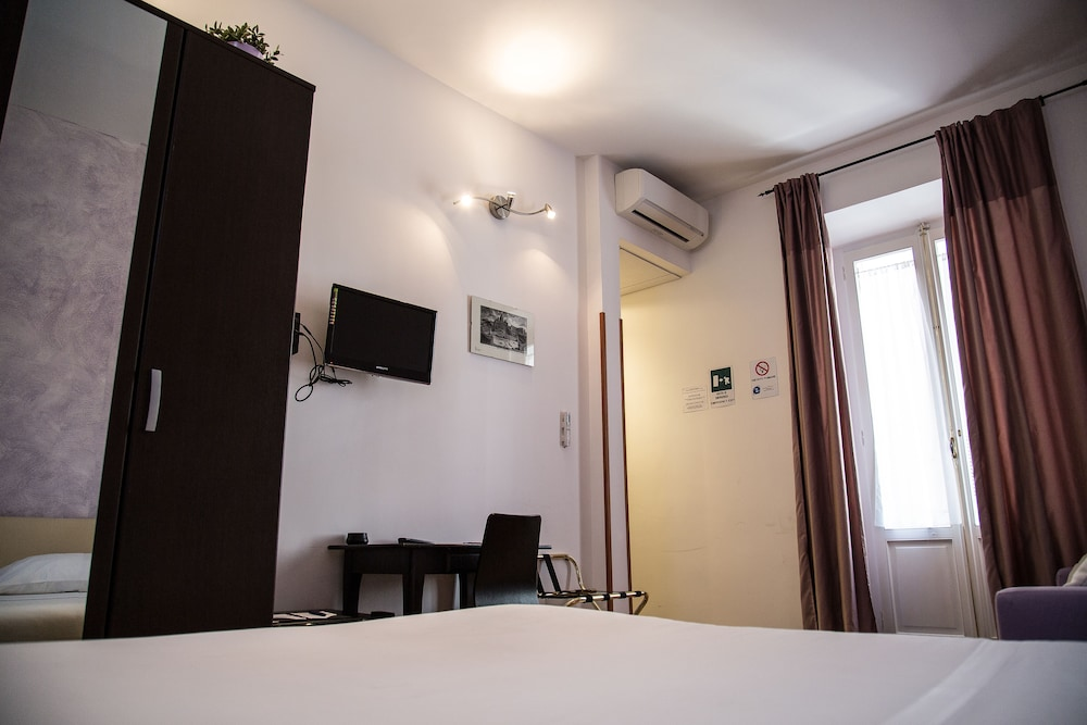일 코르소 베드 앤드 브렉퍼스트(Il Corso Bed And Breakfast) Hotel Thumbnail Image 30 - Guestroom