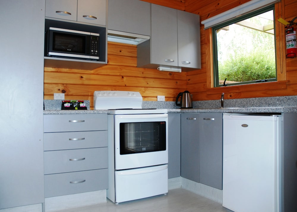 더 샬레 모텔(The Chalets Motel) Hotel Image 16 - In-Room Kitchen