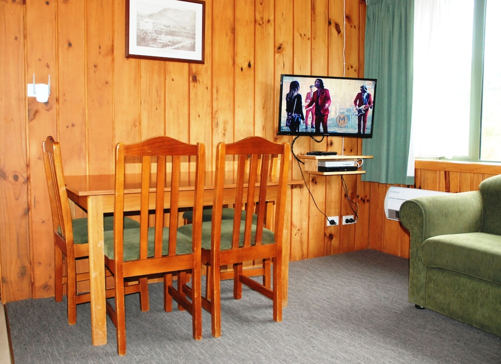 더 샬레 모텔(The Chalets Motel) Hotel Image 20 - Living Room