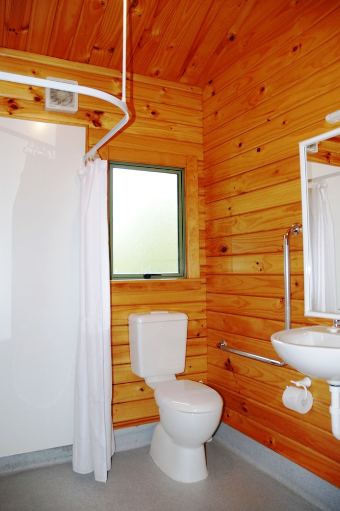 더 샬레 모텔(The Chalets Motel) Hotel Image 25 - Bathroom