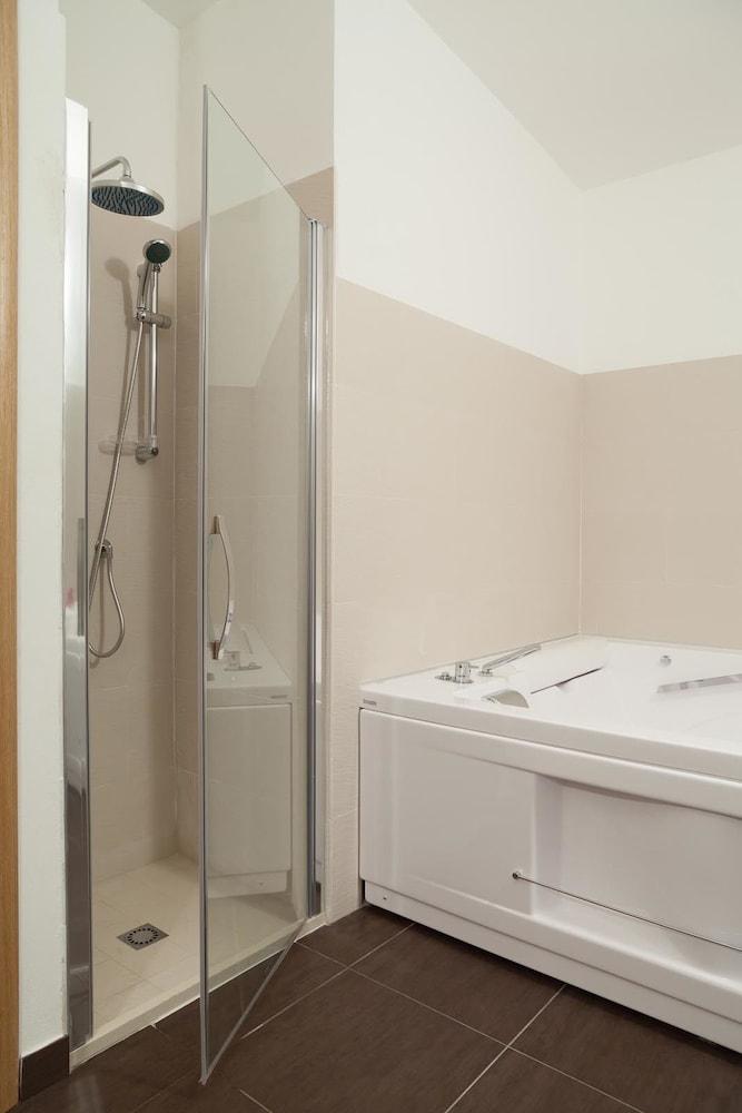 지아르디노 술 두오모(Giardino sul Duomo) Hotel Image 18 - Bathroom Shower