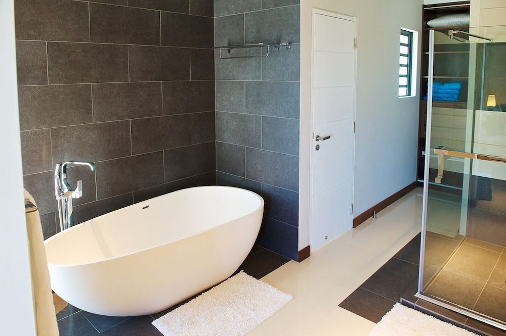 레오라 비치 바이 호라이즌 홀리데이스(Leora Beach by Horizon Holidays) Hotel Image 26 - Bathroom