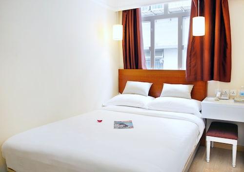 Ole London Hotel, Santo António