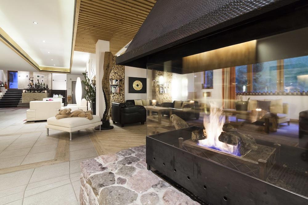 호텔 바트 쇼어가우(Hotel Bad Schoergau) Hotel Image 3 - Lobby Lounge