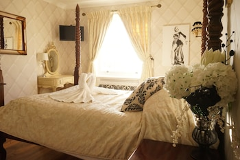 Four Poster Double Room with Seaview