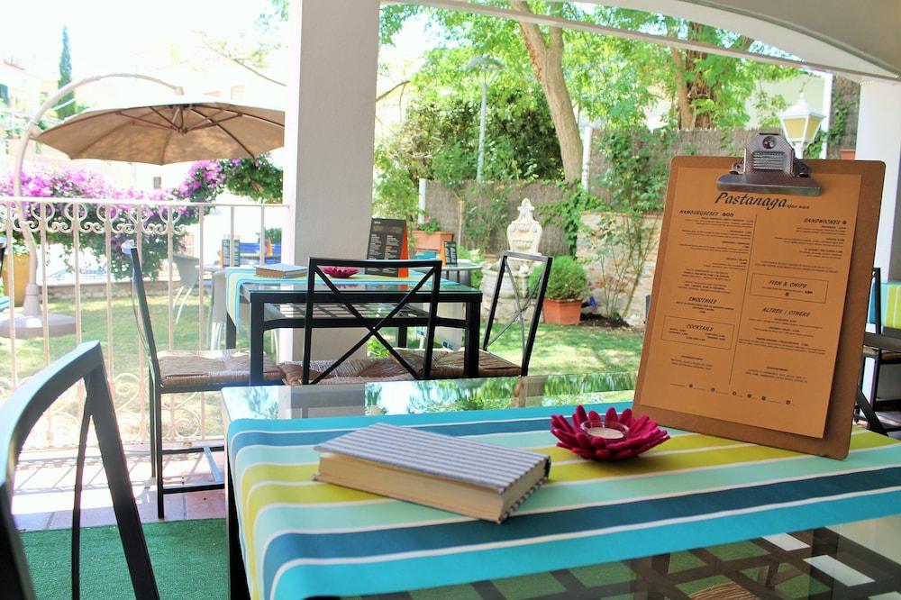 호텔 라 칼레타 데 타마리우(Hotel La Caleta de Tamariu) Hotel Image 30 - Outdoor Dining