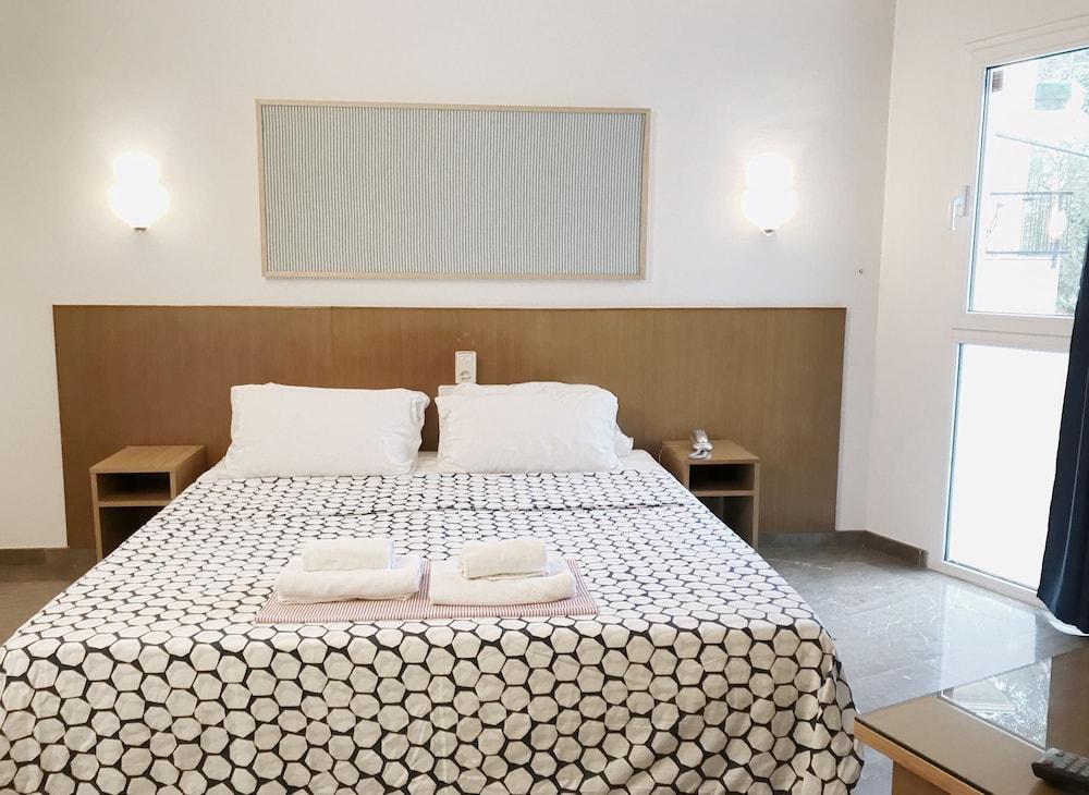 호텔 라 칼레타 데 타마리우(Hotel La Caleta de Tamariu) Hotel Image 10 - Guestroom