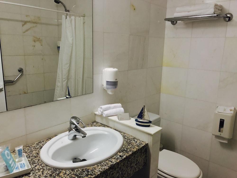 호텔 라 칼레타 데 타마리우(Hotel La Caleta de Tamariu) Hotel Image 32 - Bathroom
