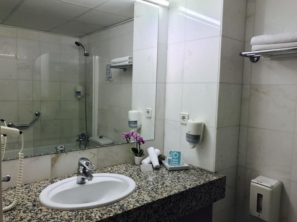 호텔 라 칼레타 데 타마리우(Hotel La Caleta de Tamariu) Hotel Image 18 - Bathroom