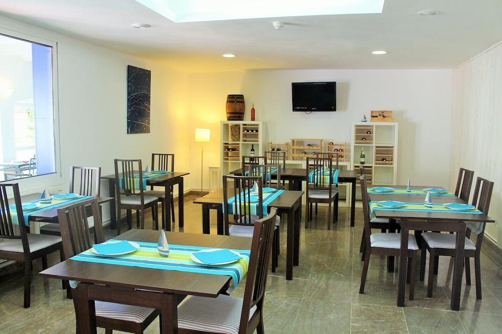 호텔 라 칼레타 데 타마리우(Hotel La Caleta de Tamariu) Hotel Image 21 - Breakfast Area