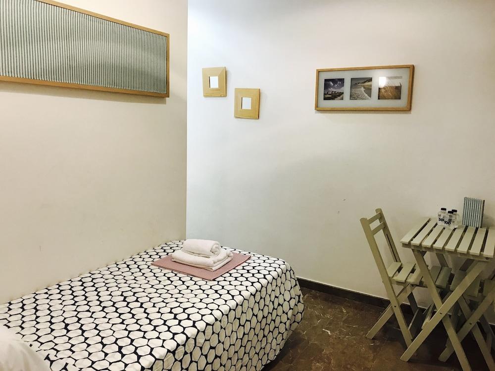 호텔 라 칼레타 데 타마리우(Hotel La Caleta de Tamariu) Hotel Image 9 - Guestroom