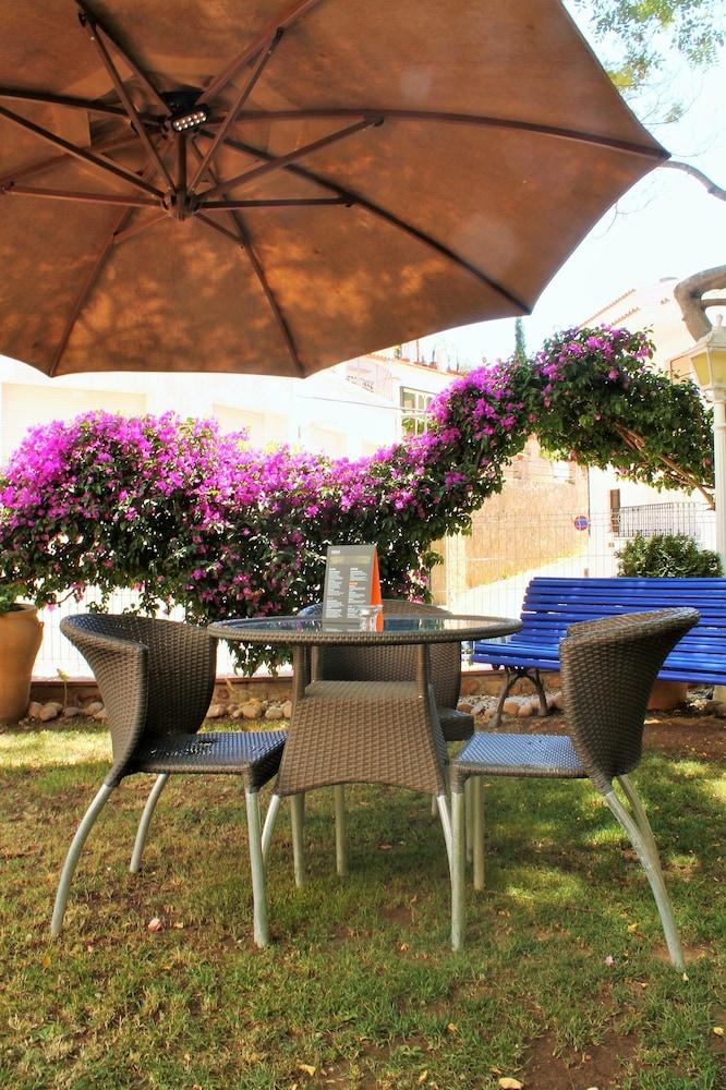 호텔 라 칼레타 데 타마리우(Hotel La Caleta de Tamariu) Hotel Image 28 - Garden