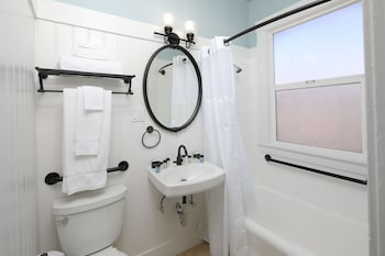 HTL 587, an Ascend Hotel Collection Member - Bathroom  - #0
