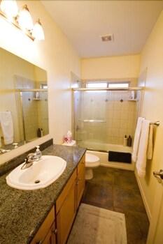 카이홀로 헤일(Kaiholo Hale) Hotel Image 20 - Bathroom