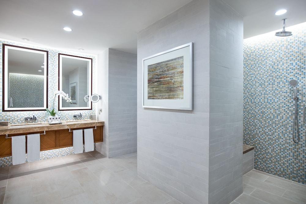 스위소텔 알 구르아이르 두바이(Swissotel Al Ghurair Dubai) Hotel Image 23 - Bathroom