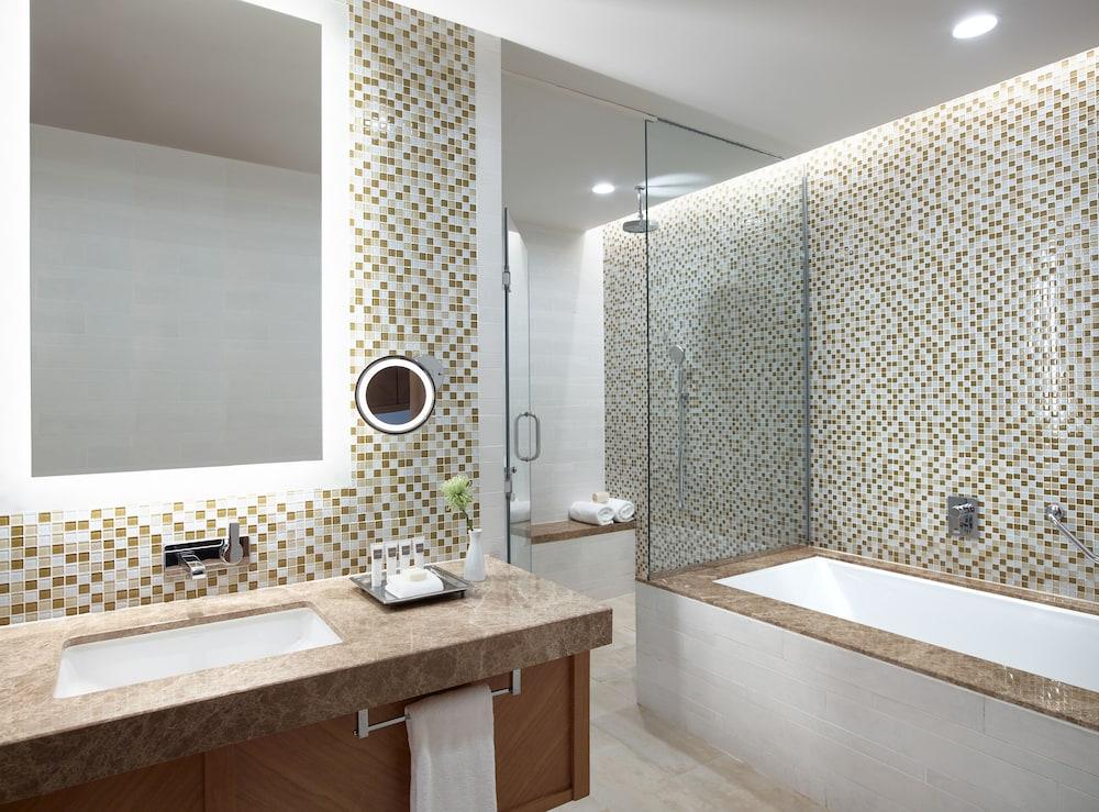 스위소텔 알 구르아이르 두바이(Swissotel Al Ghurair Dubai) Hotel Image 24 - Bathroom