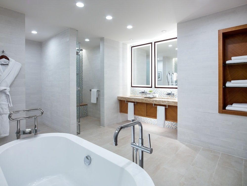 스위소텔 알 구르아이르 두바이(Swissotel Al Ghurair Dubai) Hotel Image 25 - Bathroom