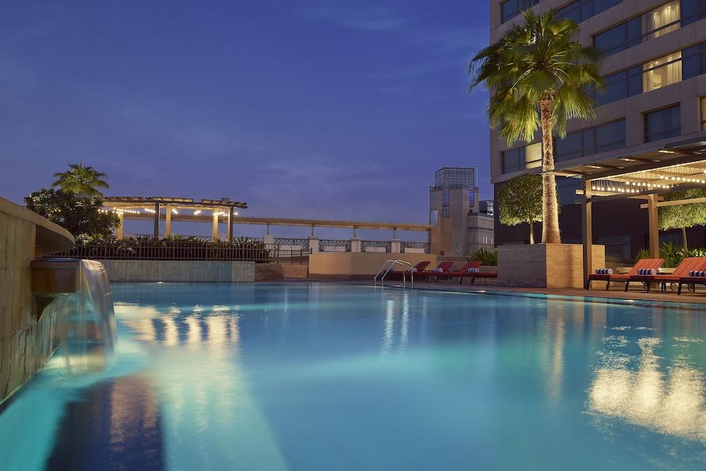 스위소텔 알 구르아이르 두바이(Swissotel Al Ghurair Dubai) Hotel Image 31 - Outdoor Pool