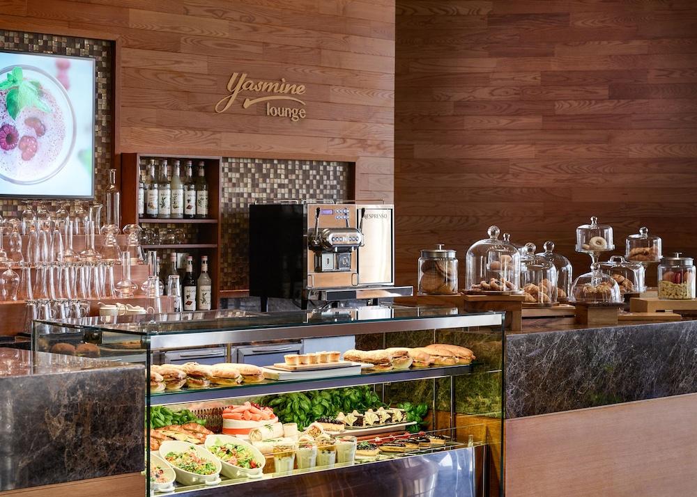 스위소텔 알 구르아이르 두바이(Swissotel Al Ghurair Dubai) Hotel Image 60 - Cafe
