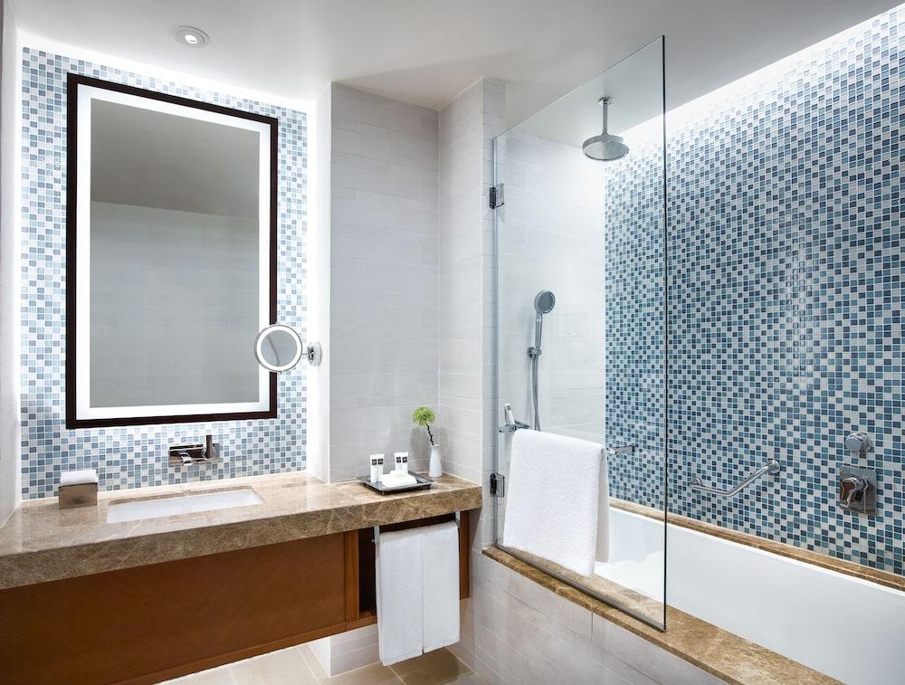 스위소텔 알 구르아이르 두바이(Swissotel Al Ghurair Dubai) Hotel Image 26 - Bathroom