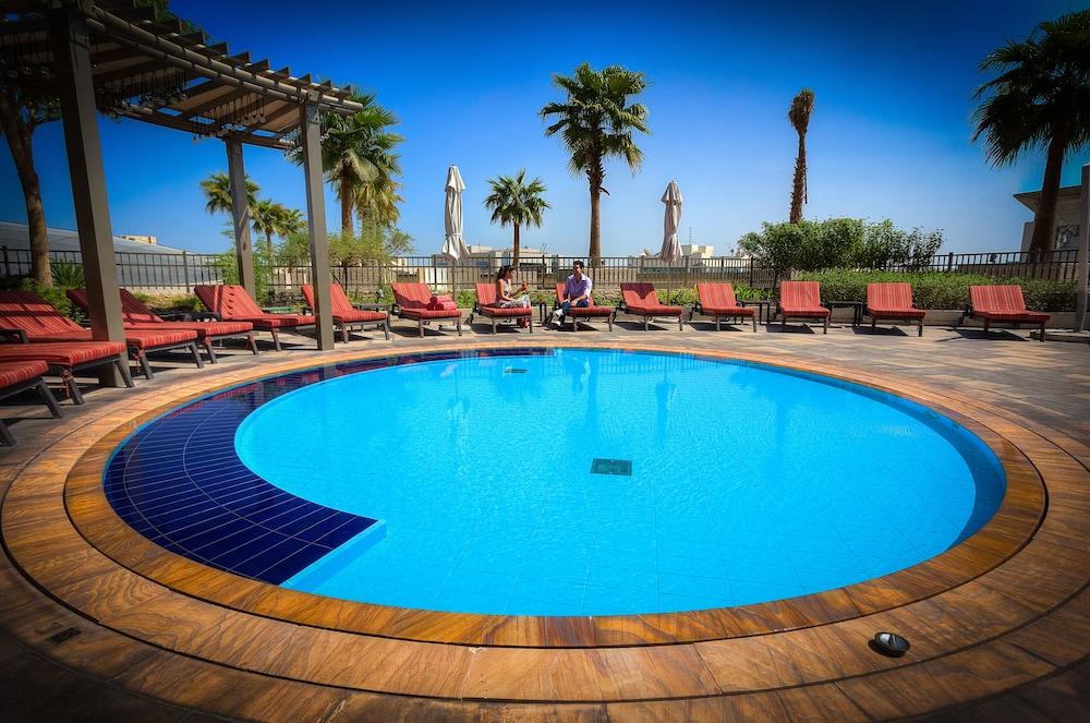스위소텔 알 구르아이르 두바이(Swissotel Al Ghurair Dubai) Hotel Image 28 - Outdoor Pool