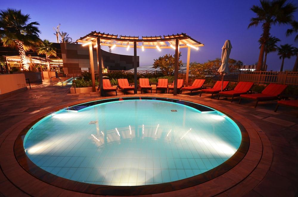스위소텔 알 구르아이르 두바이(Swissotel Al Ghurair Dubai) Hotel Image 29 - Outdoor Pool