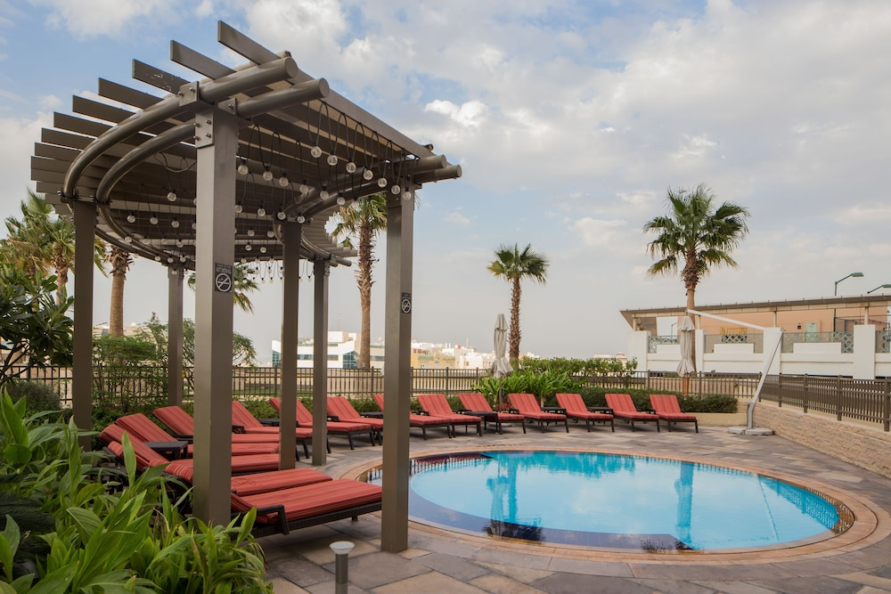 스위소텔 알 구르아이르 두바이(Swissotel Al Ghurair Dubai) Hotel Image 30 - Outdoor Pool