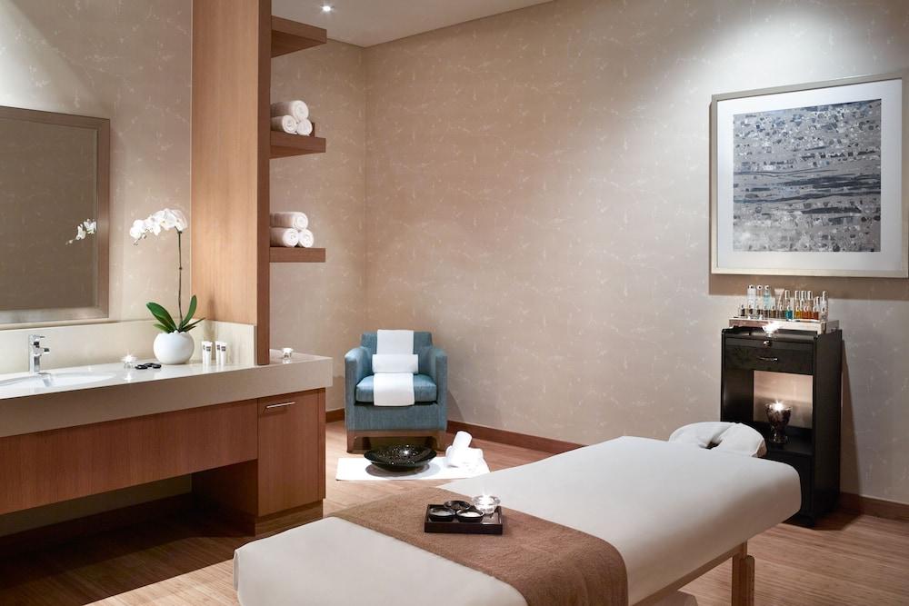 스위소텔 알 구르아이르 두바이(Swissotel Al Ghurair Dubai) Hotel Image 43 - Treatment Room