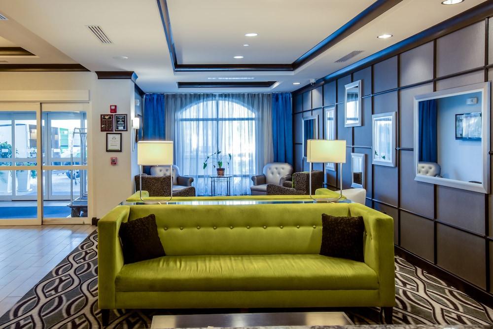 홀리데이 인 익스프레스 호텔 & 스위트 찰스턴 Arpt - Conv Ctr(Holiday Inn Express Hotel & Suites Charleston Arpt-Conv Ctr) Hotel Image 1 - Lobby Sitting Area