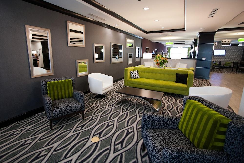 홀리데이 인 익스프레스 호텔 & 스위트 찰스턴 Arpt - Conv Ctr(Holiday Inn Express Hotel & Suites Charleston Arpt-Conv Ctr) Hotel Image 2 - Lobby Sitting Area