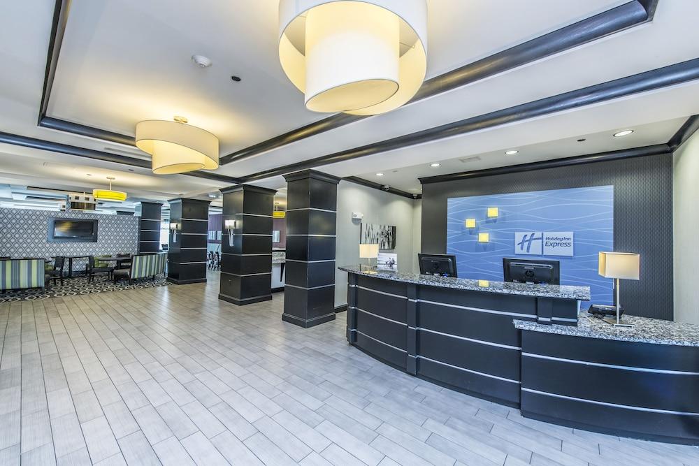 홀리데이 인 익스프레스 호텔 & 스위트 찰스턴 Arpt - Conv Ctr(Holiday Inn Express Hotel & Suites Charleston Arpt-Conv Ctr) Hotel Image 6 - Lobby
