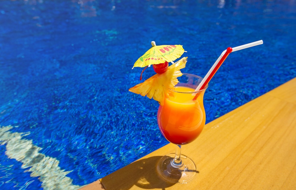 스리숙산트 리조트(Srisuksant Resort) Hotel Thumbnail Image 173 - Poolside Bar
