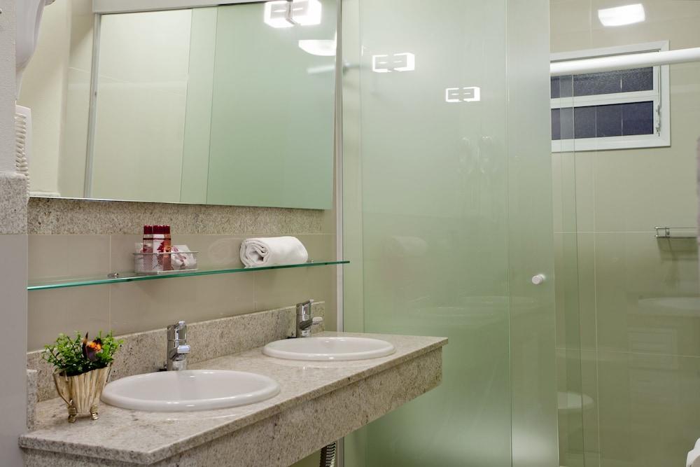 호텔 게라니우스 프라이아 두스 잉글레지스(Hotel Geranius Praia dos Ingleses) Hotel Image 13 - Bathroom