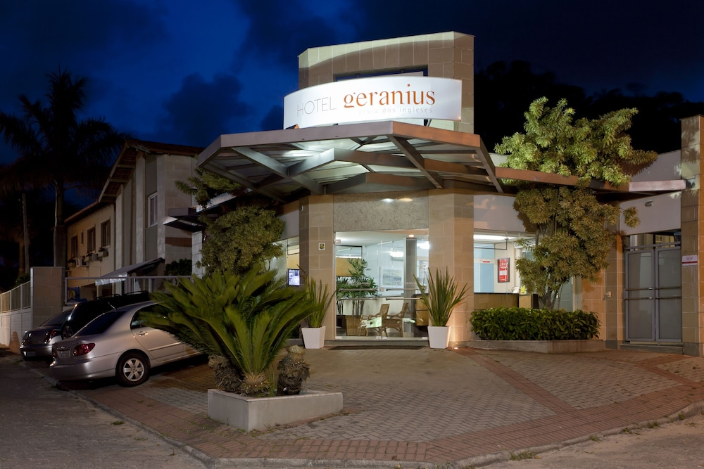 호텔 게라니우스 프라이아 두스 잉글레지스(Hotel Geranius Praia dos Ingleses) Hotel Image 27 - Hotel Front - Evening/Night