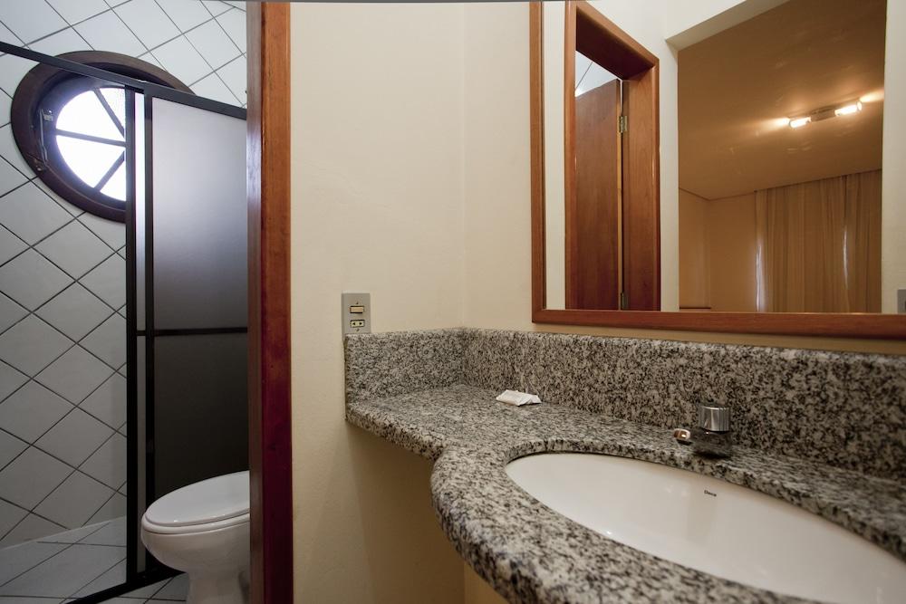 호텔 게라니우스 프라이아 두스 잉글레지스(Hotel Geranius Praia dos Ingleses) Hotel Image 14 - Bathroom