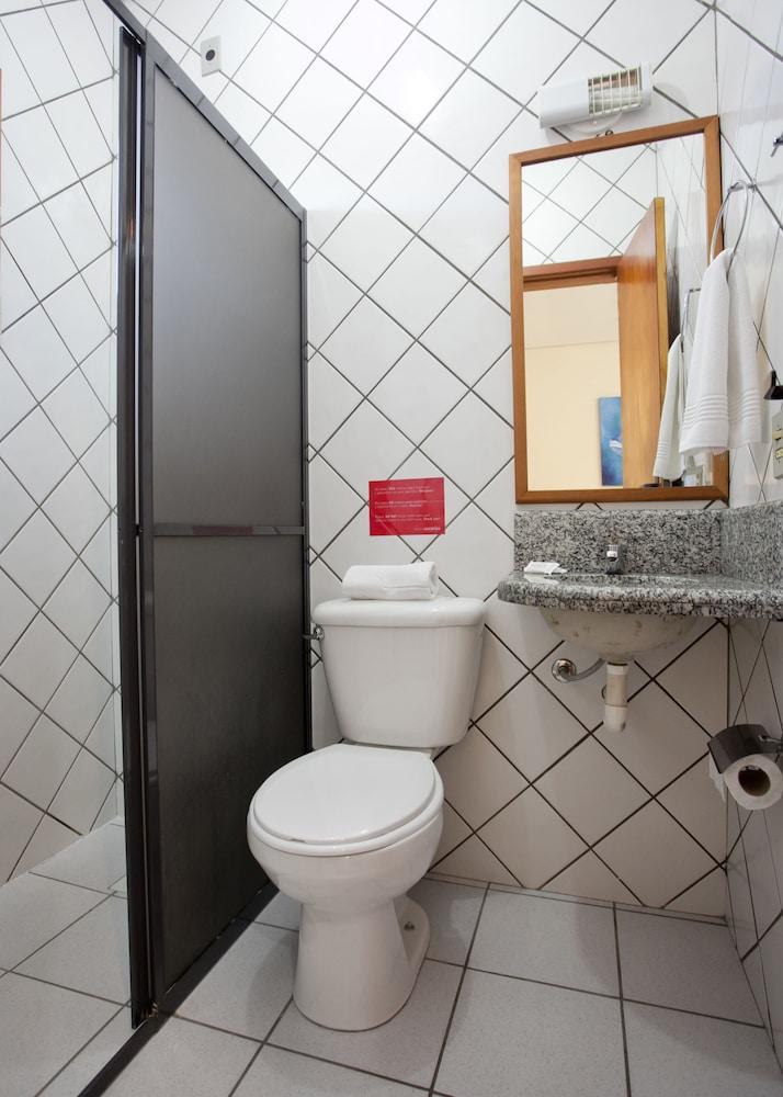 호텔 게라니우스 프라이아 두스 잉글레지스(Hotel Geranius Praia dos Ingleses) Hotel Image 30 - Bathroom