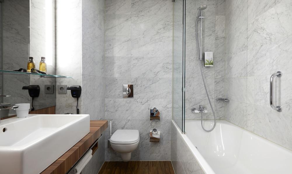 리빙 호텔 뒤셀도르프 바이 데라크(Living Hotel Düsseldorf by Derag) Hotel Image 18 - Bathroom