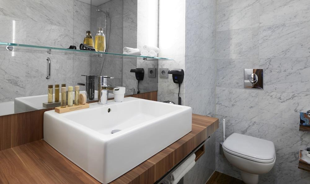 리빙 호텔 뒤셀도르프 바이 데라크(Living Hotel Düsseldorf by Derag) Hotel Image 37 - Bathroom