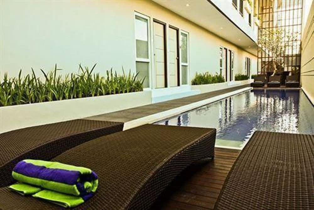 이지 스위트(Eazy Suite) Hotel Image 1 - Pool